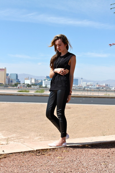 black cut out Theory shirt - black faux leather Zara leggings