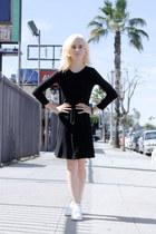 black cotton Boohoo dress - white stan smith Adidas sneakers