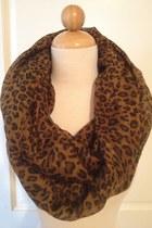 Haute-juncture-scarf