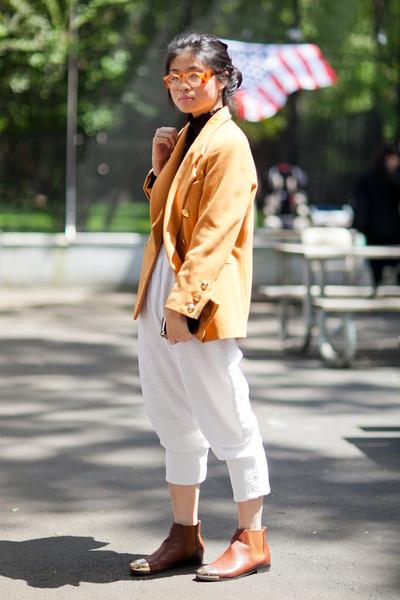 vintage wallet - Urban Outfitters boots - Vintage Escada blazer