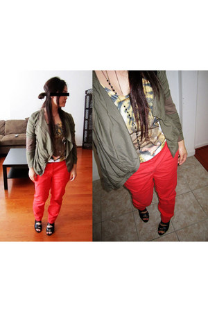 army green blazer - salmon pants - black sandals