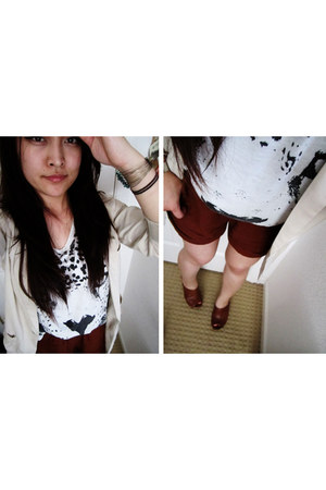 beige blazer - burnt orange shorts - white top - dark brown clogs