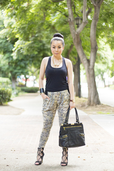 black OliviaJoy bag - olive green Evleo leggings