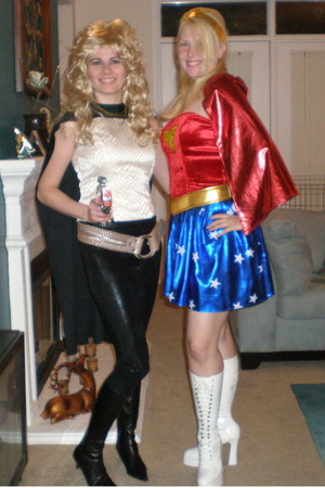 superheroines!