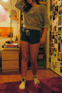 Heather-gray-roses-mudd-sweater-navy-lace-up-mossimo-shorts
