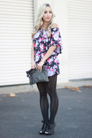 magenta tunic cotton on top - gray felt Lauren Conrad heels