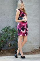 magenta floral Loft dress - black shiny Guess pumps