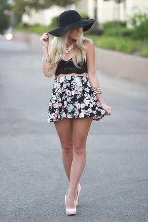 black floppy hat brandy melville hat - light pink high waisted Forever 21 skirt