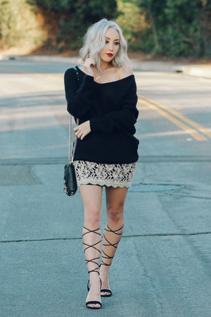 black oversized Nordstrom sweater