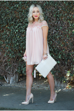 light pink babydoll Sheinside dress - beige clutch GiGi New York bag
