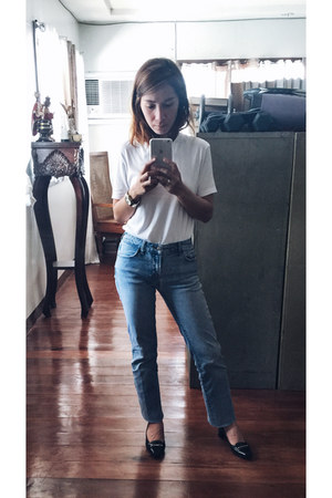 white t-shirt - Blue jeans - Tods heels