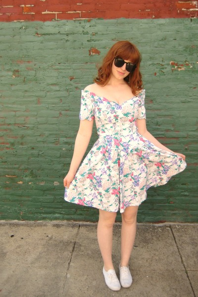 black vintage sunglasses - white heartcity dress - white