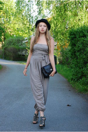 Appletree boutique jumper - Nelly shoes - new look bag - BikBok hat
