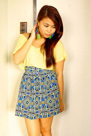 light yellow loose Forever 21 t-shirt - blue aztec print Greenhills Bazaar skirt