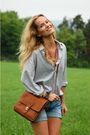 White-shirt-brown-vintage-purse-blue-never-denim-shorts
