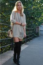beige GINA TRICOT sweater - beige vintage purse - black Din Sko boots