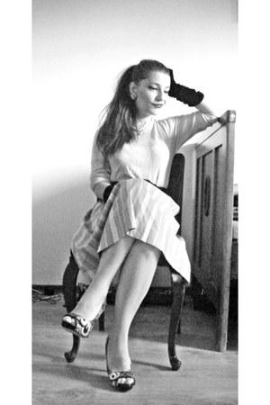 New Yorker top - velvetlong meli melo gloves - thrifted vintage skirt