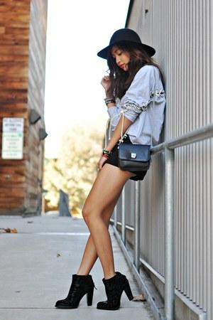 black messenger bag Zara purse - black ankle boot Zara boots