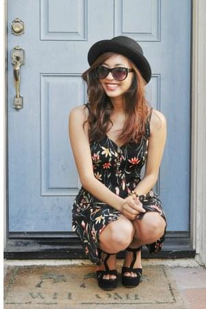 floral print dress - hat - oden wedges Aldo heels