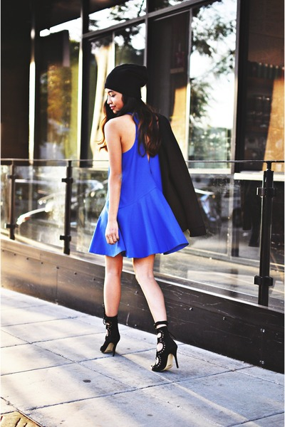 blue cameo dress - black bomber jacket funktional jacket