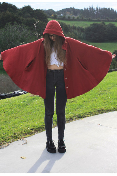 red American Apparel cape - gray high waisted Lee jeans