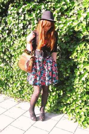 pink H&M skirt - black  tights - pink New Yorker top - black wibra hat - black