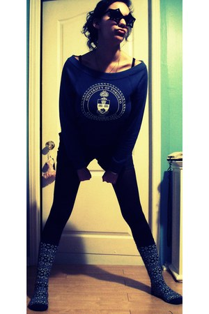 socks - blue University of Toronto sweater - black a must-have H&M leggings