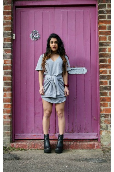 black Missguided boots - heather gray Missguided dress