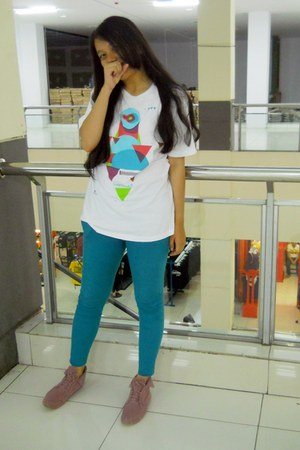color unbranded jeans - comfy unbranded t-shirt