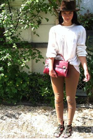 crimson vintage hat - tan Mango leggings - ruby red vintage bag - white H&M blou
