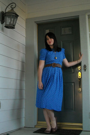 blue vintage dress - brown vintage belt - brown BC footwear shoes - silver Targe