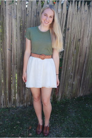green shirt - white skirt - brown belt - brown shoes