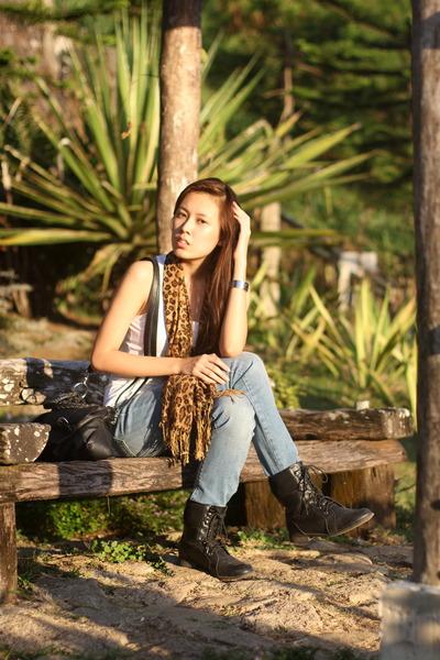 black Therapy boots - denim Levis jeans - black Topshop bag