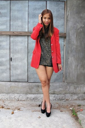 ruby red vintage blazer - black Janylin pumps