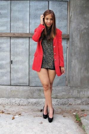 ruby red vintage blazer - black Janylin pumps