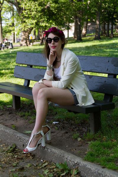 white blazer H&M blazer - black round asos sunglasses - white Zara heels