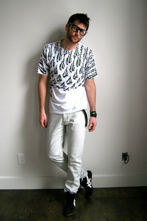 asics shoes - Urban Outfitters jeans - volcom t-shirt - Urban Outfitters accesso