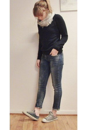 navy wool NN07 sweater - light blue Levis jeans - silver Mango scarf