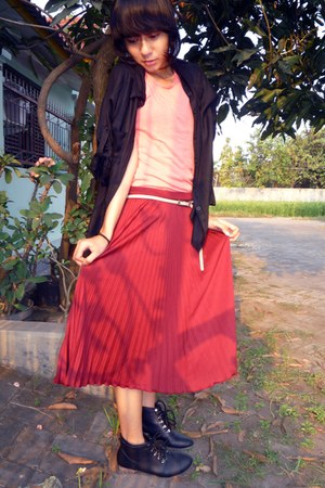 ruby red midi skirt - black vintage boots - black shirt - salmon t-shirt
