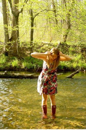 red hunter wellingtons shoes - beige Forever 21 purse - Marshalls dress - blue F