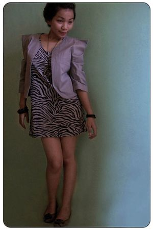 gray iconia blazer - gray iconia dress - black bracelet - gray Charles & Keith s