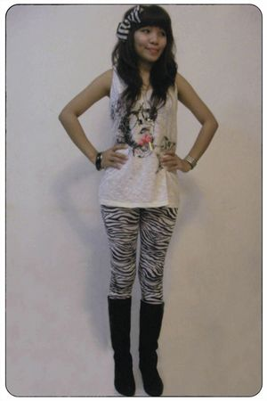 white Mango top - iconia leggings - black bracelet - Hand Made accessories - nec