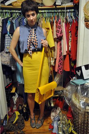 heather gray Devotte heels - orange vintage scarf
