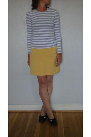gray unknown t-shirt - yellow banana republic skirt - black born shoes