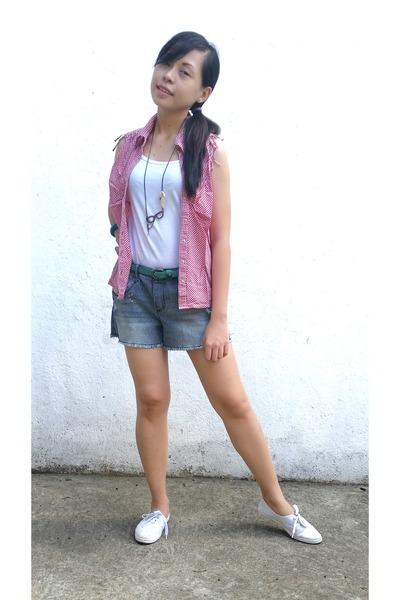 blue LEI shorts - ruby red faded glory top