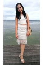 white mags skirt - neutral bucket Dooney & Bourke bag - white mags top