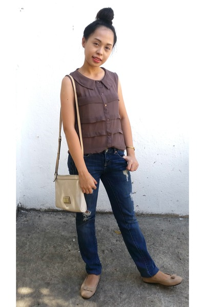 navy Aeropostale jeans - neutral Guess bag - light brown blouse