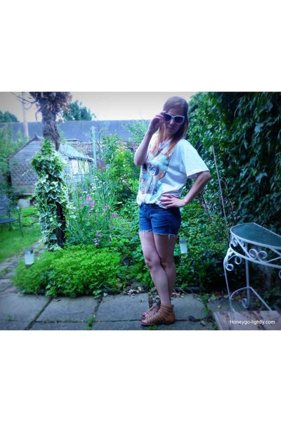 white oversized vintage t-shirt - blue denim Topshop shorts