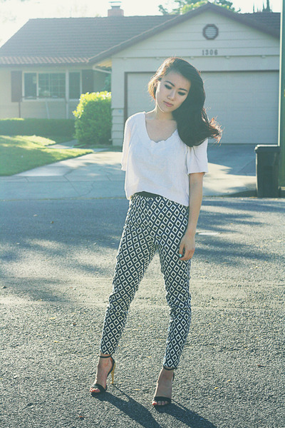 ivory knit crop Crossroads Trading top - navy cigarette Forever 21 pants