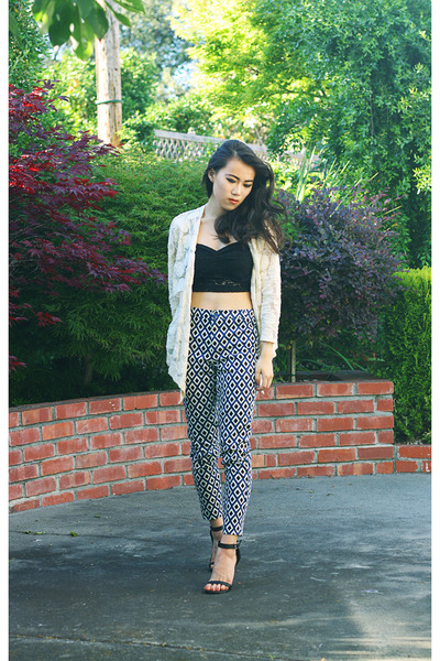 ivory lace Crossroads Trading cardigan - black lace crop foreign exchange top